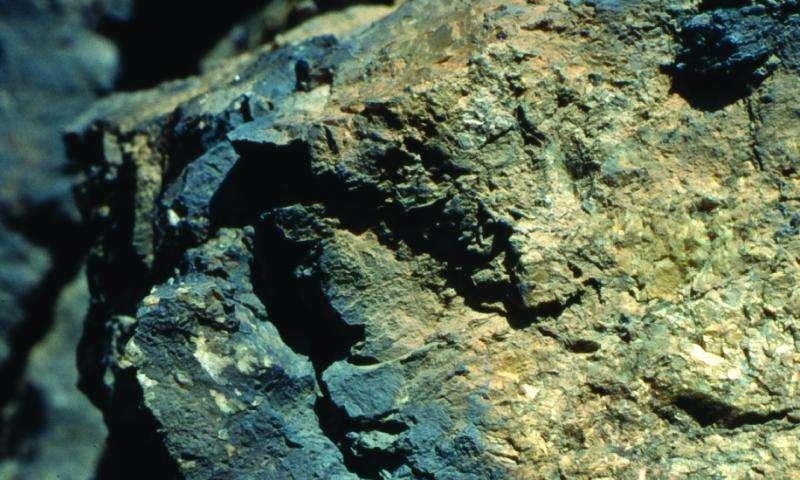 Lightning reshapes rocks at the atomic level, Penn study finds
