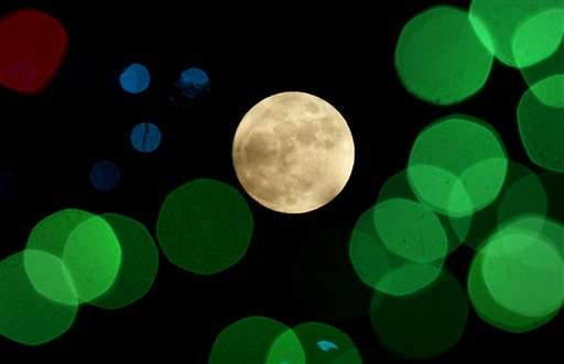 Merry Moon: Rare full moon on Christmas Day