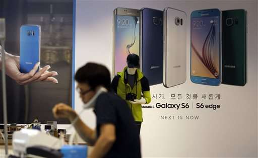 Samsung forecasts profit fall as S6 sales disappoint
