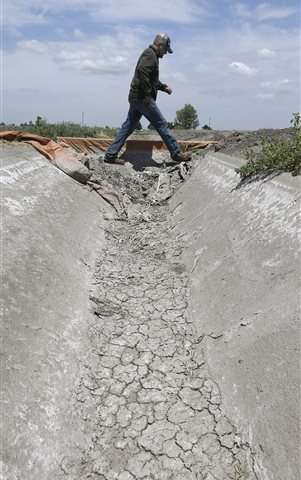Drought-ridden California faces decision on new water cuts