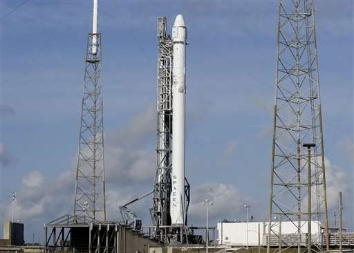 SpaceX tries again to launch space station groceries