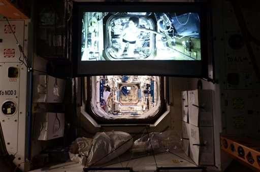 Space station astronauts get big screen, watch 'Gravity'