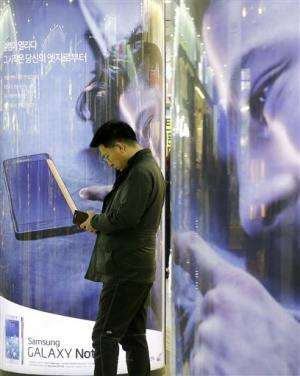Battle of the big phones: Samsung down in China, Apple gains