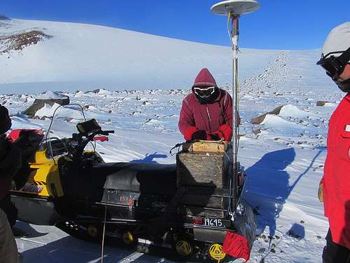 Cosmologists spends month searching for meteorites in Anarctica
