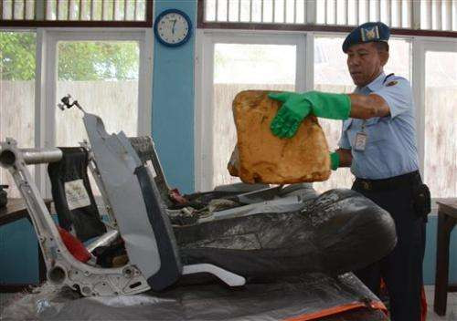 Divers enter water in search of wreckage from AirAsia jet
