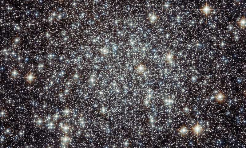 Image: Hubble stares into the crammed center of Messier 22