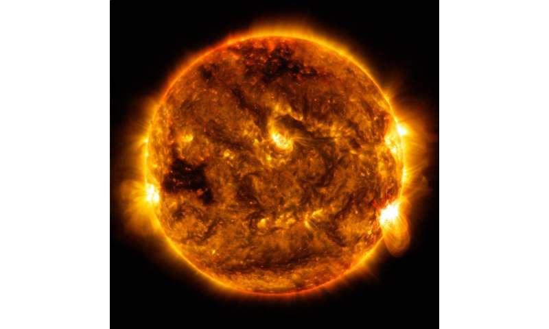 NASA's SDO sees sun emit mid-level flare Oct. 1