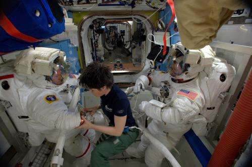 Testing astronauts' lungs in Space Station airlock