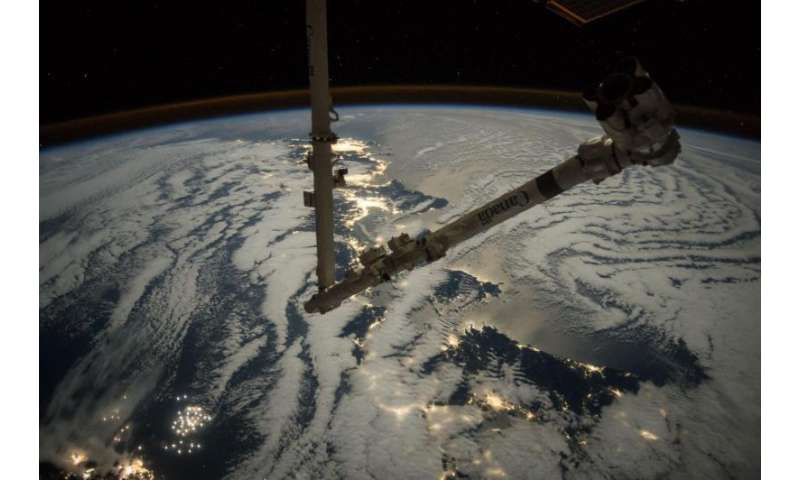 Space station's robotic arm set for arrival of Cygnus cargo craft