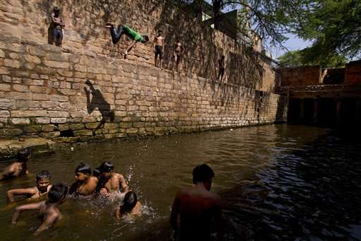 Indians crowd rivers, shady trees as heat toll passes 1,400