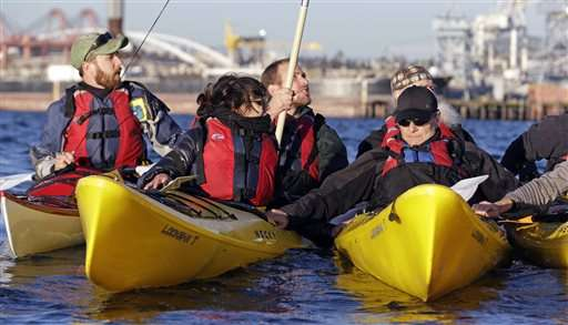 In Seattle, 'kayaktivists' take on Arctic oil drilling