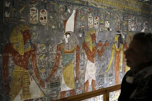 In wake of crash, Egypt opens tombs to spur tourist interest (Update)