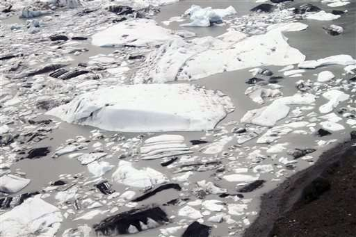 Searchers comb Alaska glacier for GIs killed in 1950s crash