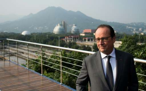 French President Francois Hollande visits the Chonqing Sino-French Tangjiatuo Waste Water Treatment facility, on November 2, 201