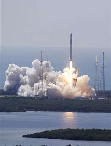 SpaceX rocket destroyed on way to space station, cargo lost (Update)