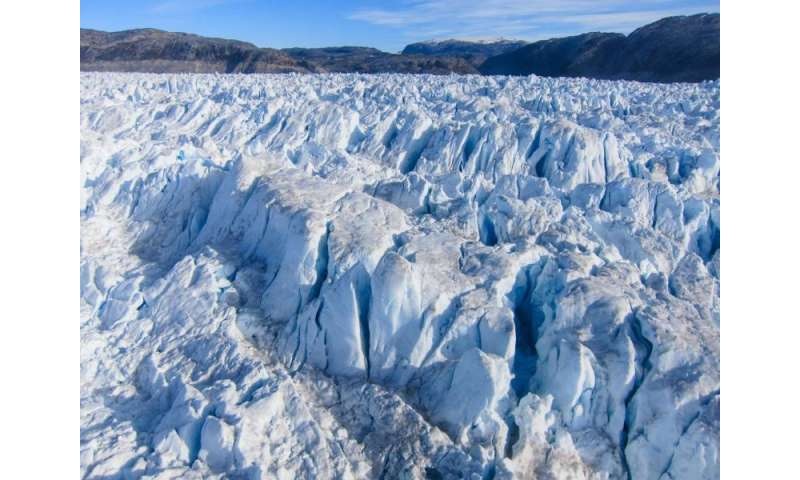 Backward-moving glacier helps scientists explain glacial earthquakes