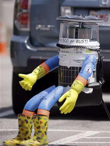 Hitchhiking robot embarks on coast-to-coast tour across US