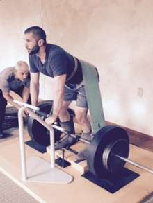 """Gravitational Wellness"" weightlifting participants lift 1,000 pounds with potential health benefits"
