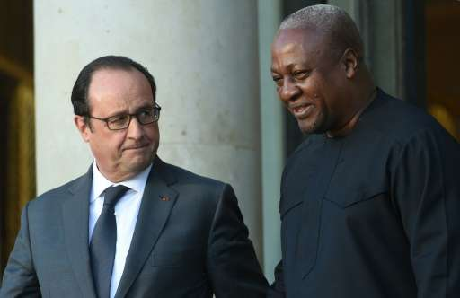 French President Francois Hollande (L) escorts Ghana's President John Dramani after a pre-COP 21 climate meeting on November 10,