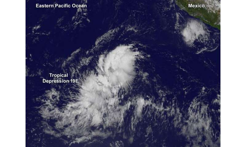 Tropical Depression 19E slowly organizing in Eastern Pacific