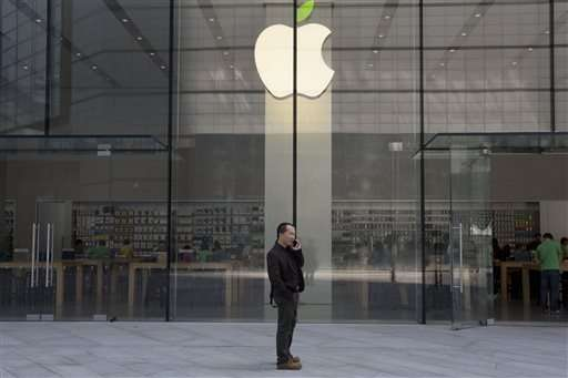 Apple slump deepens on iPhone, China concerns