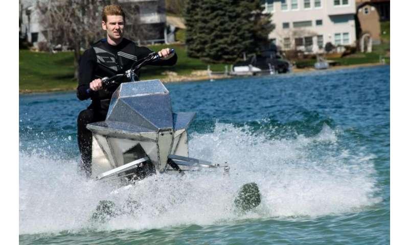 College watercraft project Jet Blade has three-ski design