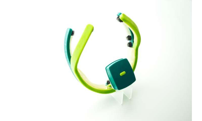 Comfortable EEG headset for consumer applications