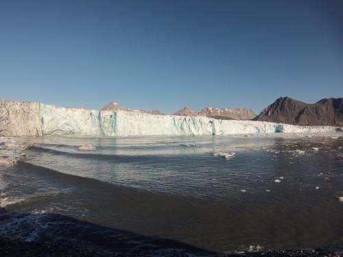 Distinctive sounds announce iceberg births
