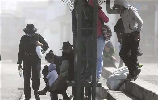 Ecuador: Volcanic ash falls on dozens of towns