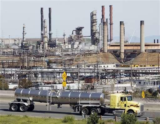 EPA sets stricter emission standards for oil refineries