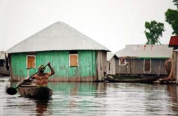 Estimating flood behaviour on a global scale