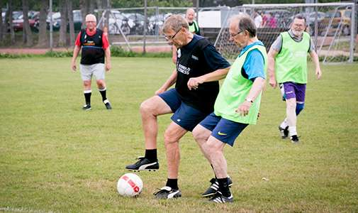 Football strengthens the bones of men with prostate cancer