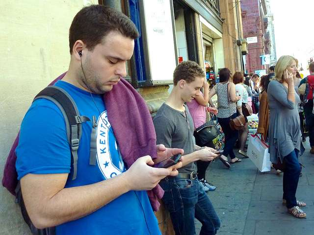Forget fixed broadband—large phones and 4G drive UK over mobile tipping point