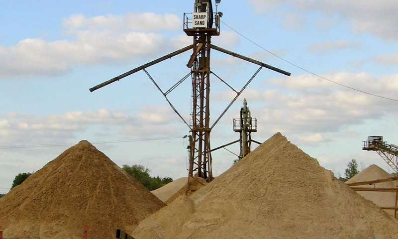 Functioning brain follows famous sand pile model