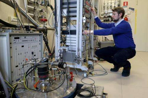 Graphene brings quantum effects to electronic circuits