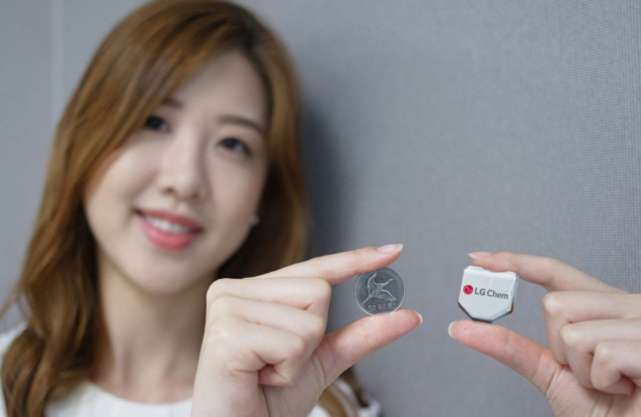 Hexagonal battery from LG Chem boosts smartwatch wear