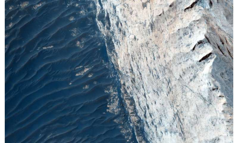 Image: Layers and fractures in Ophir Chasma, Mars