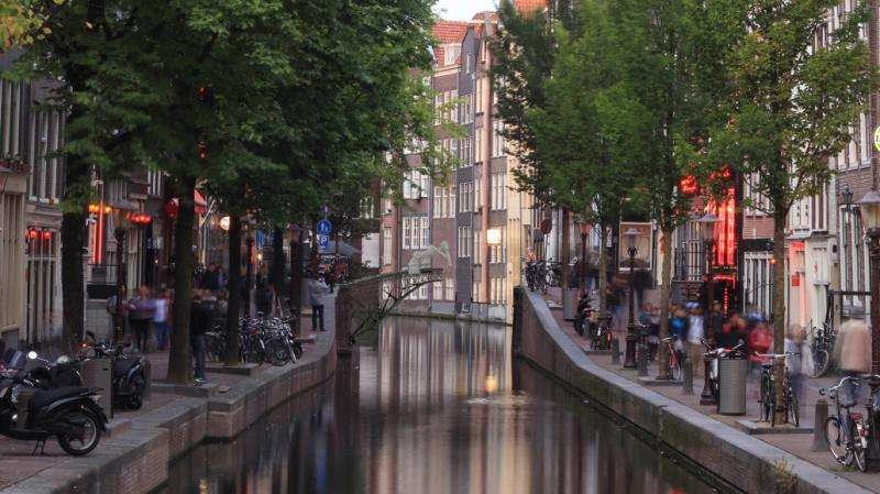 MX3D is to 3D-print a steel bridge over water in Amsterdam