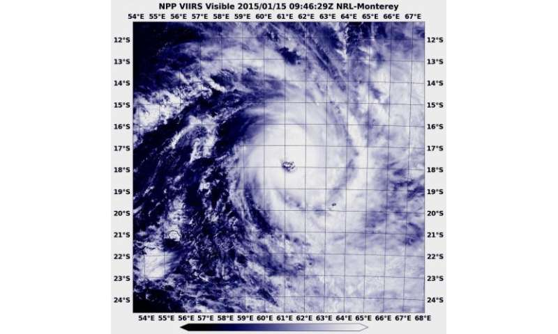 NASA-NOAA's Suomi NPP Satellite sees Tropical Cyclone Bansi's eye almost quadruple in area