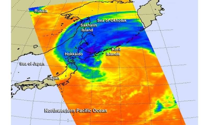 NASA sees a speedy Extra-Tropical Storm Choi-Wan