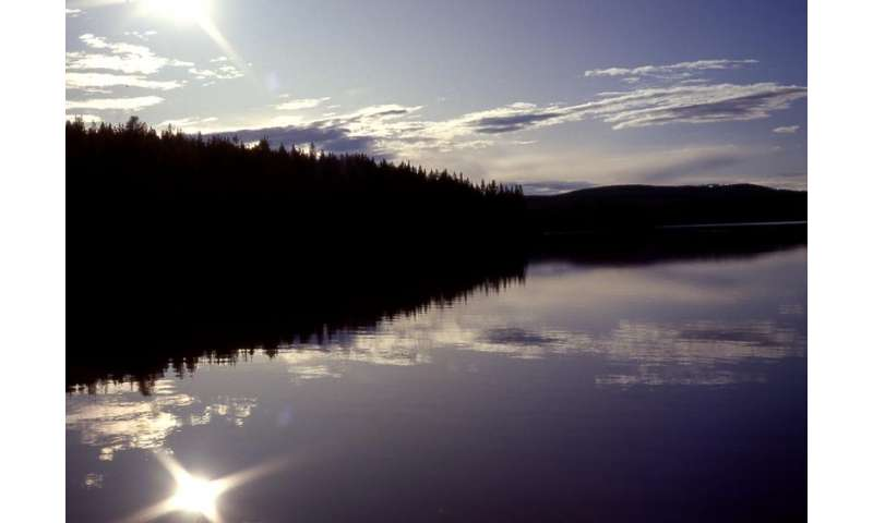 Northern lakes act as CO2 chimneys in a warming world