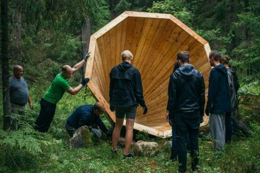 The installation is made of simple materials like wood and nails, but mimicking nature, its design is both hi-tech and geared to