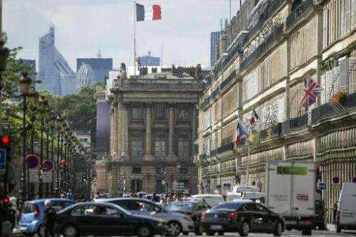 Traffic clogs the rue de Rivoli in Paris on August 5, 2014. The mayor of Paris wants to ban polluting buses and trucks in the Fr