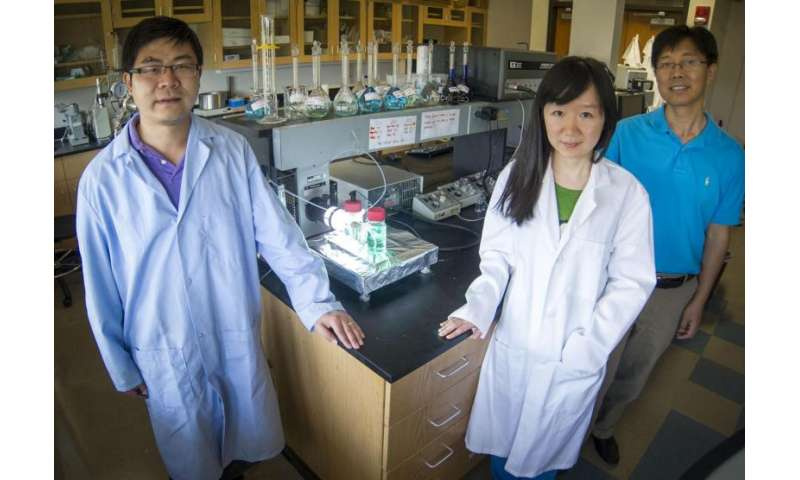 UT Arlington team develops new storage cell for solar energy storage, nighttime conversion