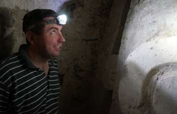 Archaeologist discovers Maya royal burial