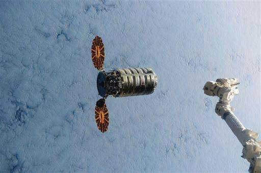 Capsule full of space station junk makes fiery re-entry (Update)