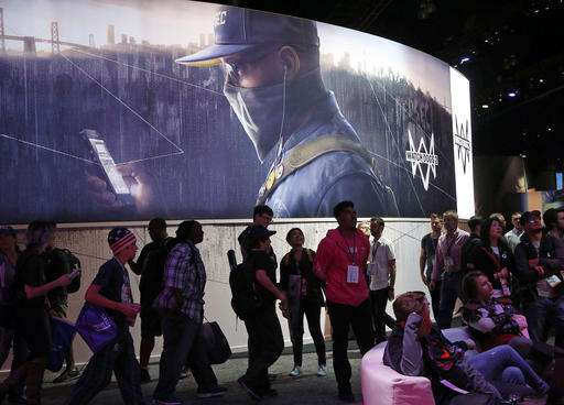 E3 interrupted after attendee injured on escalator