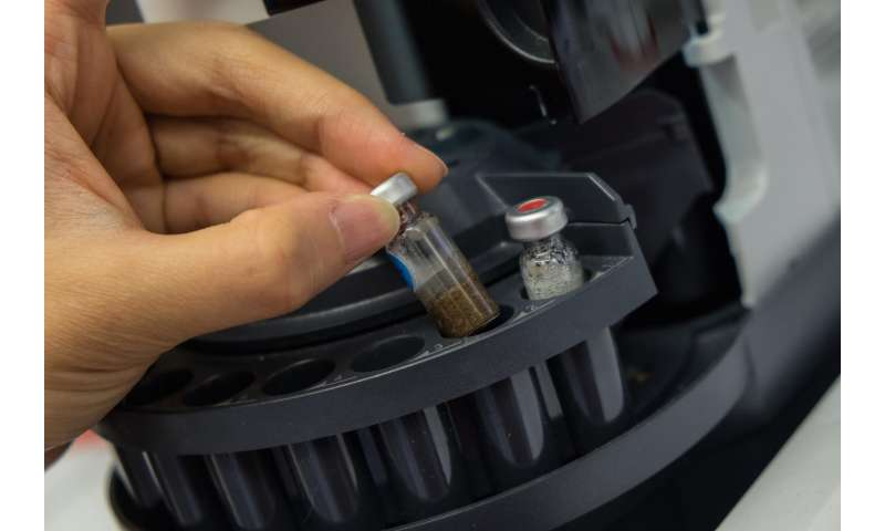 Gas sensors 'see' through soil to analyze microbial interactions