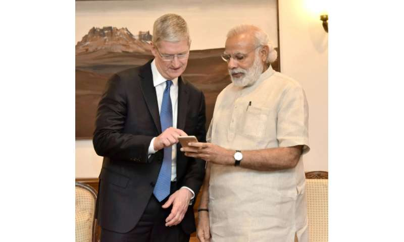 Indian Prime Minister Narendra Modi speaks with Apple CEO Tim Cook during a meeting in New Delhi on May 21, 2016