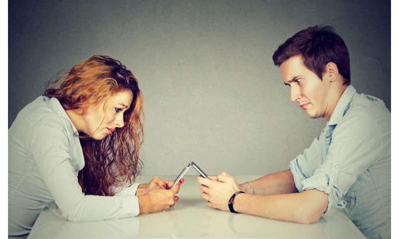 Smartphones could be ruining your lovelife
